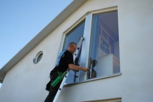 städ och fönsterservice fönsterputsning på hög höjd